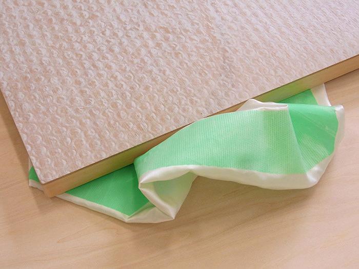 [ 新作 ] bubble wrap with a green tape (detail)
